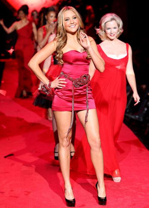 ¡Vestidos rojos y super cortos!