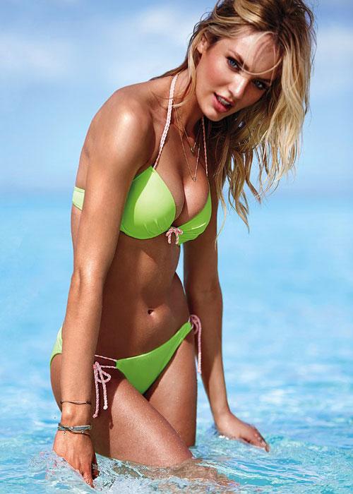 Candice Swanepoel en la playa con Victoria's Secret