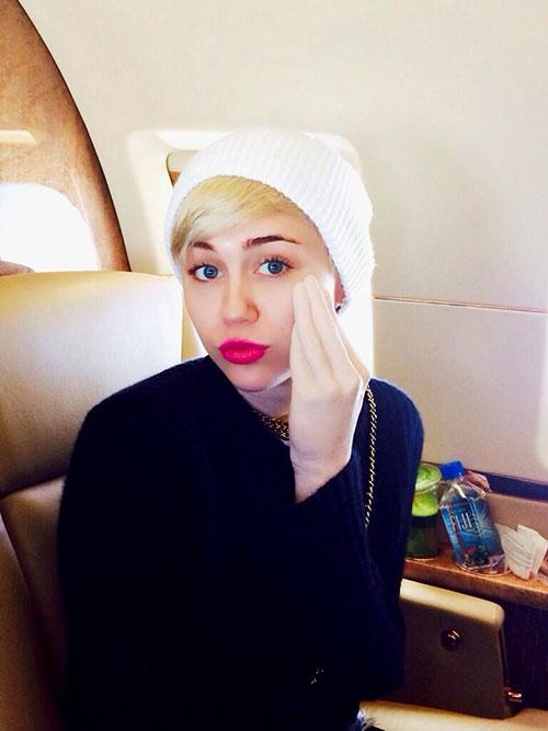 Miley Cyrus mostró su Sex Toy al mundo