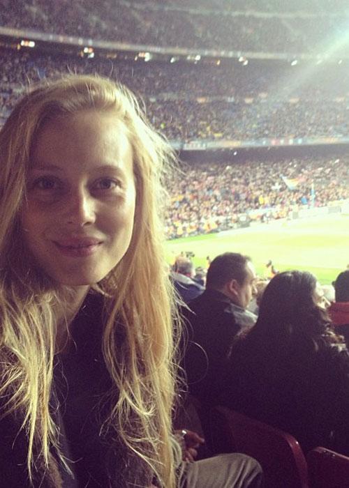 Las mujeres de los jugadores del Barcelona se desconcentran durante el partido